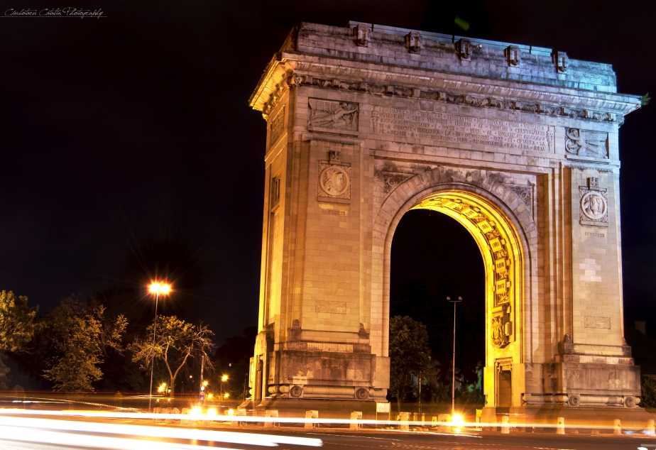 Triumph arch by night